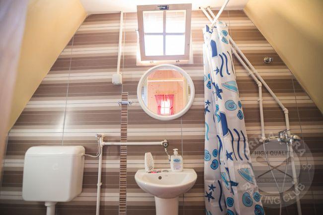 Rafting centar Drina Tara - kupatilo unutar Lux bungalova